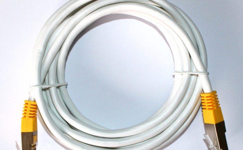 Câble réseau Ethernet RJ45 3m Cat 5e droit blanc/jaune – 3 mètres Gigabit LAN